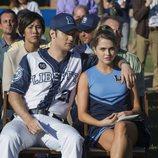 Bryce y Chloe en el campo del instituto en la segunda temporada de 'Por 13 razones'