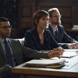 Olivia Baker en el juicio junto a sus abogados en la segunda temporada de 'Por 13 razones'