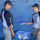 Bryce entrega un papel a Zach en la segunda temporada de 'Por 13 razones'