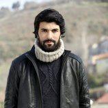 Engin Akyürek es Ömer en 'Amor de contrabando'