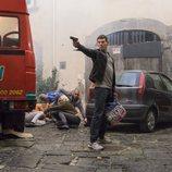 Will Gorski dispara un arma en una imagen del capítulo final de 'Sense8'