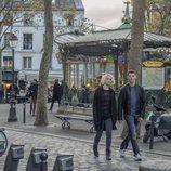 Riley Blue y Will Gorski caminan por París en el final definitivo de 'Sense8'