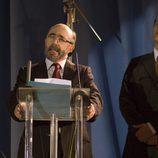 Álex Angulo da un discurso en 'Hermanos y detectives'
