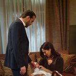 Héctor y Elsa cuidan del hijo de Irene Espí en 'El internado'