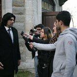 Kerim habla con los medios sobre el juicio en 'Fatmagül'