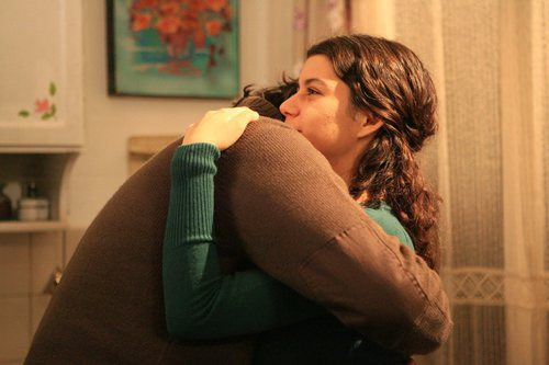 Kerim y Fatmagül se abrazan en la segunda temporada de 'Fatmagül'