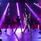 """Eleni Foureira y los bailarines de 'Fama a bailar' en la actuación de """"Fuego"""""""