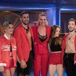 Paula Vázquez junto a varios concursantes de 'Fama a bailar'