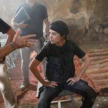 Paula Echevarría recibe instrucciones antes de grabar una escena de 'Los nuestros 2'
