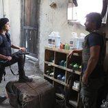 Paula Echevarría y Rodolfo Sancho se miran en el rodaje de 'Los nuestros 2'