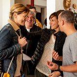 Malena Alterio y Javier Gutiérrez junto con Marta Nieto en el rodaje de la segunda temporada de 'Vergüenza'
