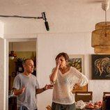 Malena Alterio y Javier Gutiérrez en el rodaje de la segunda temporada de 'Vergüenza'