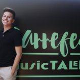 Raoul Vázquez posa junto al cartel del Carrefest Music Talent 2018