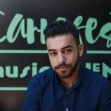 Agoney posa frente al cartel del Carrefest Music Talent 2018