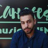 Agoney posa frente al cartel del Carrefest Music Talent 2018