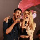 Agoney y Mimi cantando en la presentación del Carrefest Music Talent 2018