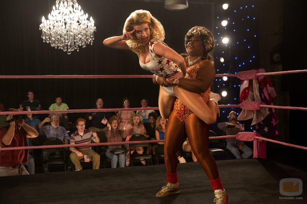 Debbie Eagan y Tomme Dawson actuan en la segunda temporada de 'GLOW'