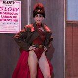 Ruth Wilder posa en la segunda temporada de 'GLOW'