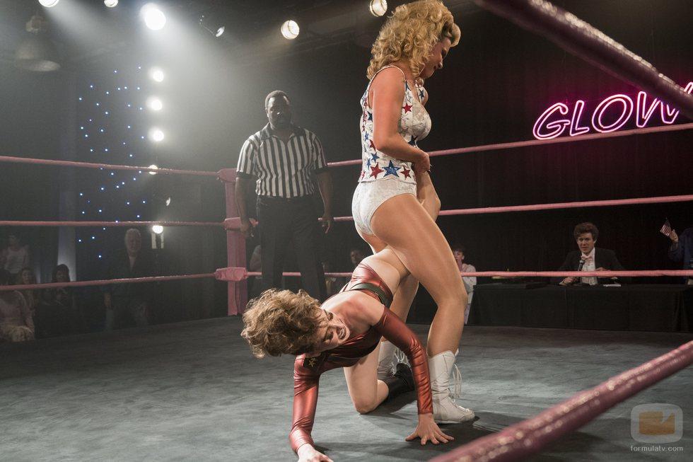 Debbie Eagan lucha con una actriz en la segunda temporada de 'GLOW'