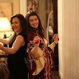 Familiares de Fatmagül celebrando su despedida de soltera durante la segunda temporada de 'Fatmagül'