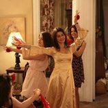 Fatmagül disfrutando de su despedida de soltera durante la segunda temporada de 'Fatmagül'