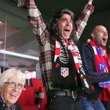 Mario Vaquerizo celebrando un partido de fútbol  con su padre en 'Alaska y Mario'