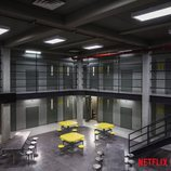 Zona de mesas en el modulo B de la prisión de 'Orange is the New Black' en su sexta temporada