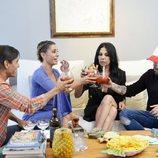 Los concursantes de 'Ven a cenar conmigo Gourmet Edition 3' brindando