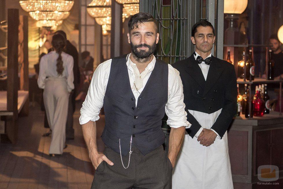 Alex García interpreta a Ricardo en la serie 'El Continental'