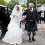 Rose Leslie de la mano con su padre el día de su boda con Kit Harington