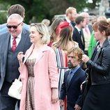 Emilia Clarke y Peter Dinklage en la boda de Rose Leslie y Kit Harington