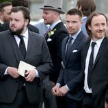 John Bradley, Joe Dempsie y Ben Crompton en la boda de Kit Harington y Rose Leslie