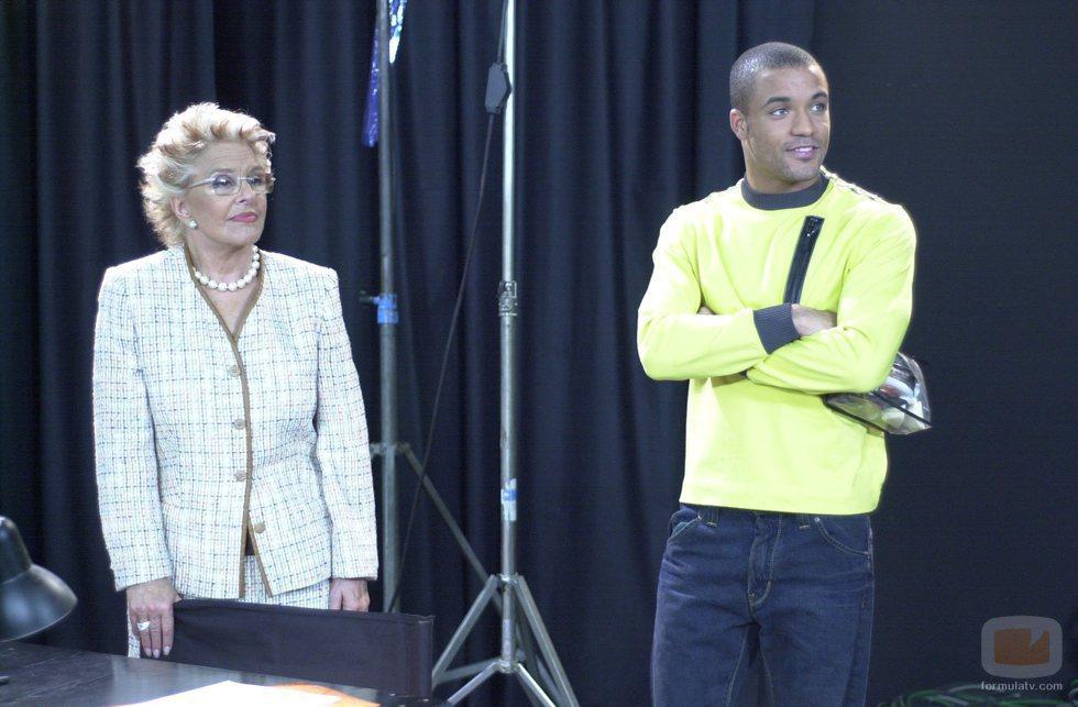Edu del Prado junto a Lola Herrera en 'Un paso adelante'