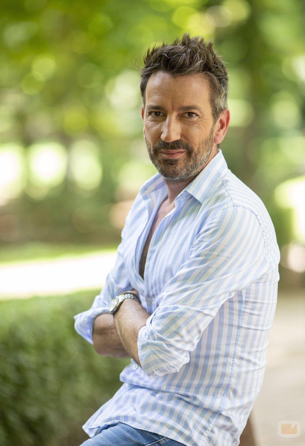 David Valldeperas es el presentador de 'Aquí hay madroño' en Telemadrid