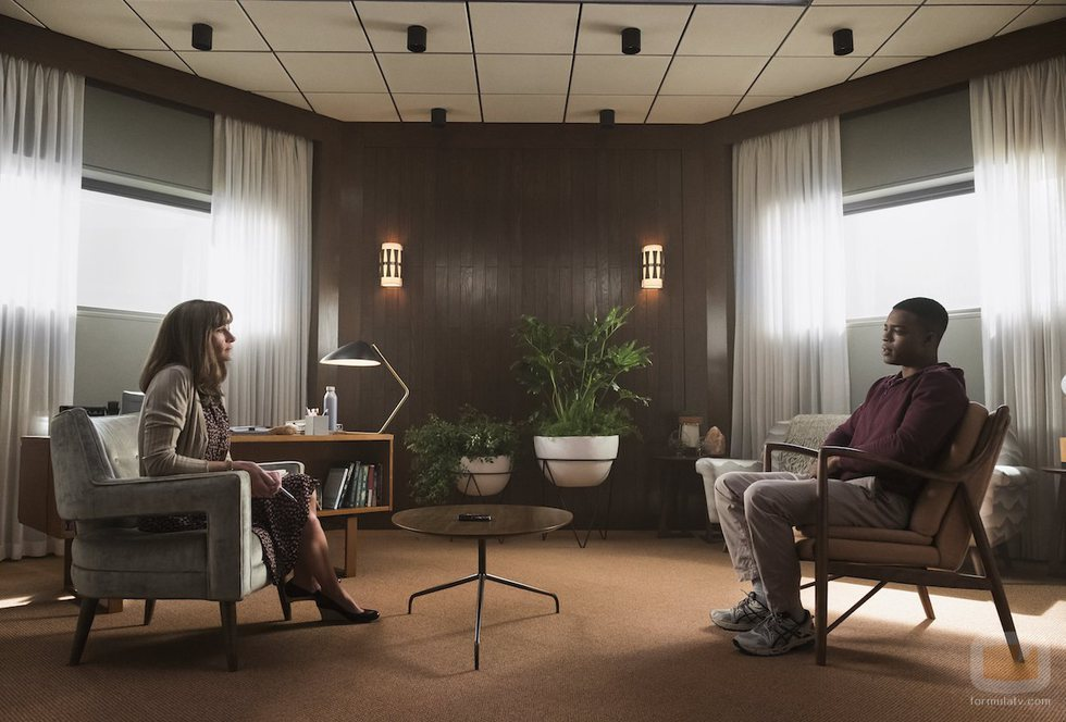 Julia Roberts y Stephan James en la primera temporada de 'Homecoming'