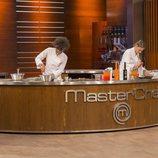 Marta y Ketty cocinando en la final de 'MasterChef 6'