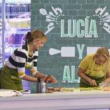 Lucía Pariente y Alba Carrillo cocinando n 'Mi madre cocina mejor que la tuya'