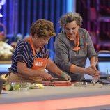 La chef Pepa Muñoz ayuda a la madre de Lucas, Mari, en 'Mi madre cocina mejor que la tuya'