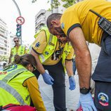 Profesionales sanitarios atendiendo en plena calle en 'Ambulancias, en el corazón de la ciudad'