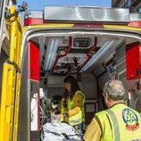 Los profesionales de 'Ambulancias, en el corazón de la ciudad' preparan su equipamiento