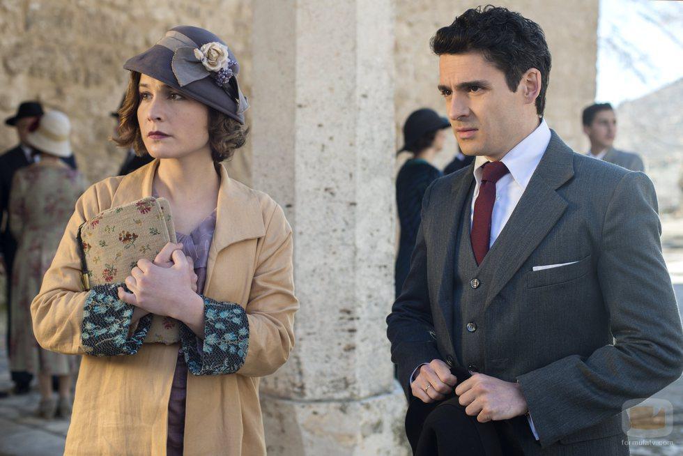 Nadia de Santiago y Nico Romero en 'Las chicas del cable'