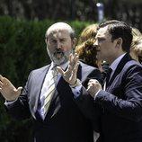 Javier Cámara y Adam Jezierski en una escena de 'Vota Juan'