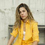 Miriam Rodríguez mira a la cámara con su uniforme carcelario de 'Vis a vis'