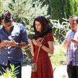 Karim, Fatmagül y su hermano Rahmi rezando en el final de la segunda temporada de 'Fatmagül'