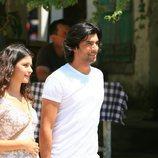 Fatmagül y Kerem paseando en el final de la segunda temporada de 'Fatmagül'
