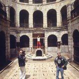 Paula Vázquez, Félix Álvarez y Óscar Ladoire en la fortaleza de 'Fort Boyard'