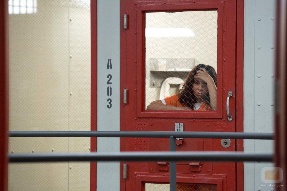 Maria Ruiz recluida en su celda en la sexta temporada de 'Orange is the New Black'