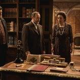María Bouzas, Ramón Ibarra y Mario Zorrilla junto al coronel en 'El secreto de Puente Viejo'