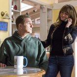 Doug y Elsa, los padres de un adolescente con TEA, en la segunda temporada de 'Atípico'