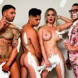 Belén Roca posa desnuda para Primera Línea con Torito y dos modelos